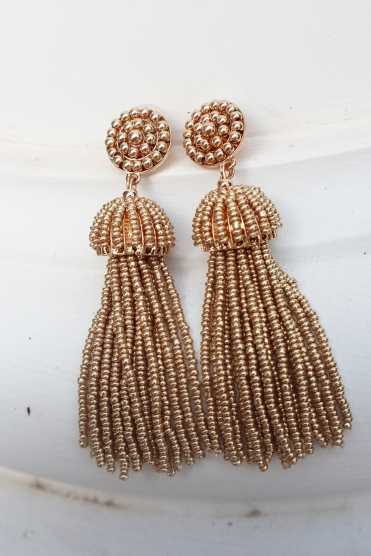 gold earrings detail