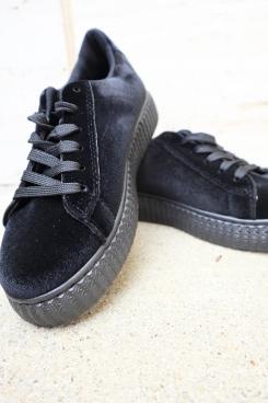 black shoes detail